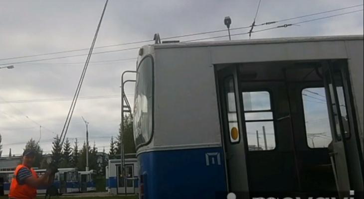 Чебоксарский водитель-качок использует троллейбус вместо штанги