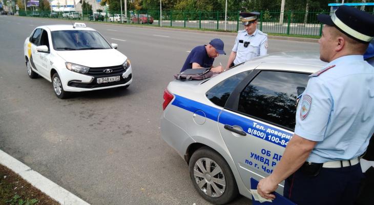В Чебоксарах предприимчивые горожане маскируют автомобили под такси