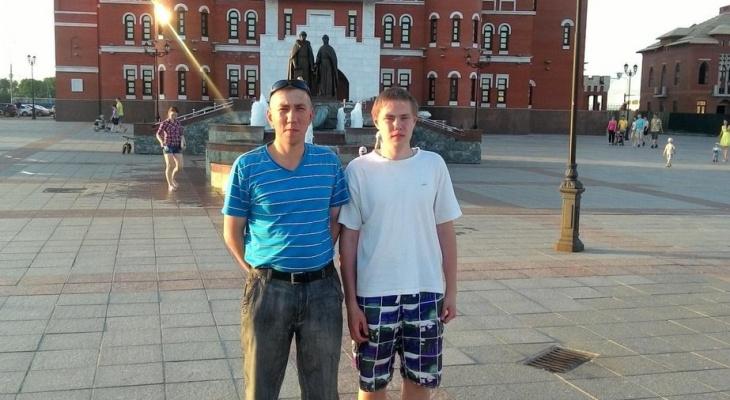 Отец с сыном из Новочебоксарска уехали на заработки, проводили ночь в палатке и перестали выходить на связь