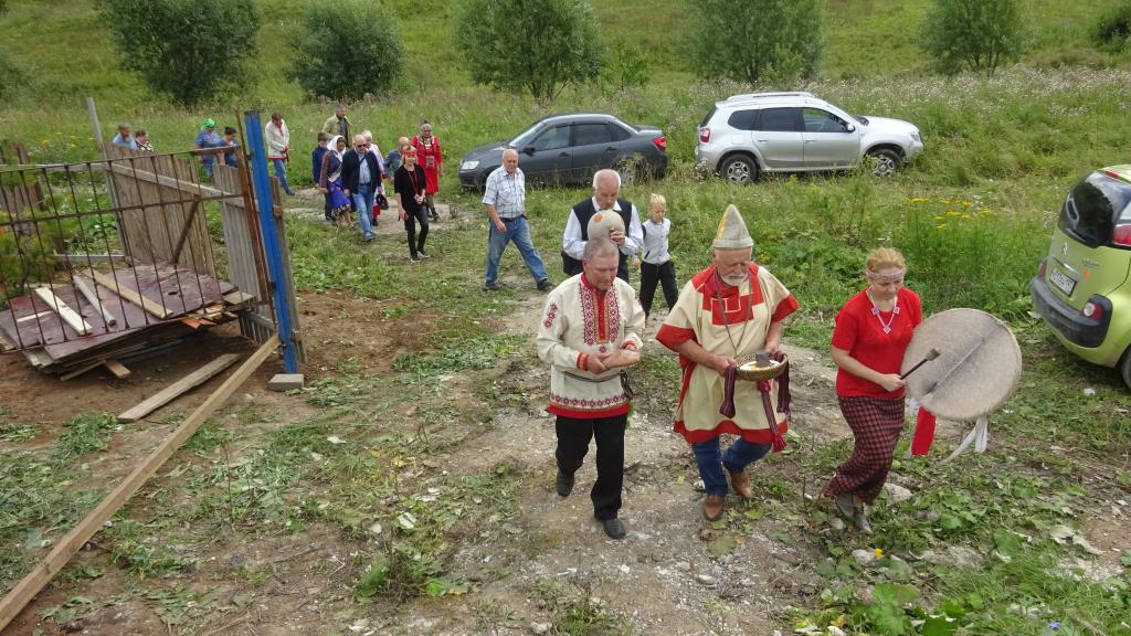 В Чебоксарах язычники били в бубен и кормили духов природы