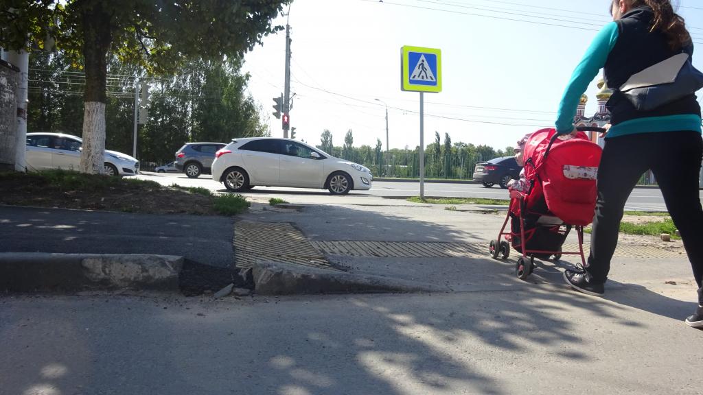 Отремонтированные дороги Чебоксар: гравий вместо асфальта, отсутствие бордюра и зебра в никуда