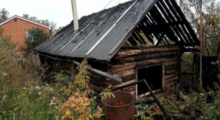 В Чебоксарах устанавливают причину смерти мужчин при пожаре в частном доме