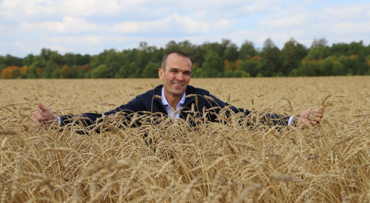 В сельской глубинке Игнатьев побывал на открытии детсада и заглянул в поле