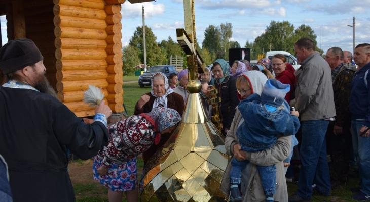 В Мариинско-Посадском районе строят храм и уже освятили купол