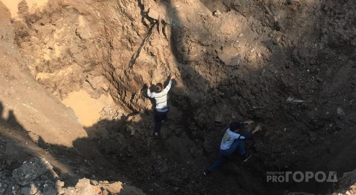 В Чебоксарах два ребенка провалились в глубокую яму