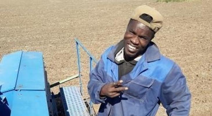 Африканец в Чувашии бесплатно работает на посеве хлеба