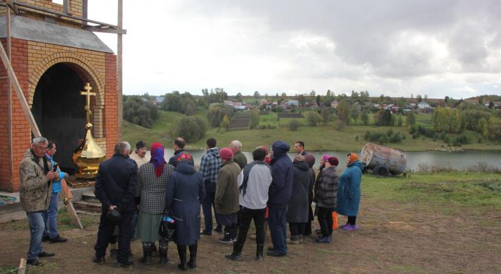 Жители чувашской глубинки на свои деньги строят часовню