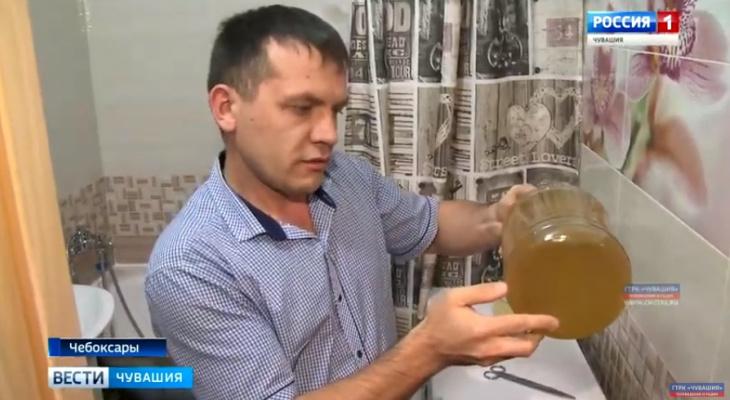 Жильцы многоэтажки в Чебоксарах 4 месяца жалуются на коричневую горячую воду