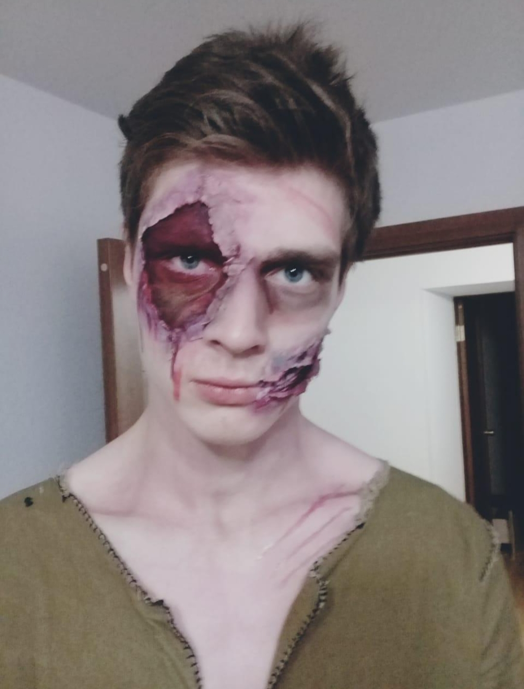 По Благовещенску гуляют «зомби» и люди со страшными шрамами
