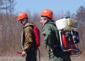 40 новых ранцевых огнетушителей получили амурские лесхозы