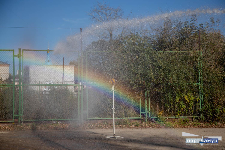 В горпарке Благовещенска пожарные делали настоящую радугу