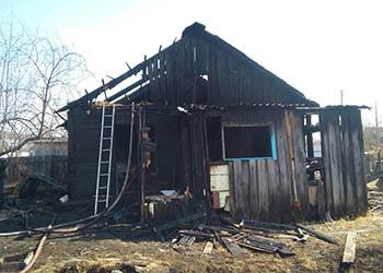 На месте пожара в Муравьевке нашли мужчину без признаков жизни