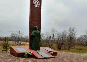 Памятник погибшим в годы Великой Отечественной войны обновили в Белогорском районе