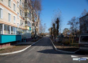 В отдаленном районе Благовещенска преображается дворовая площадка