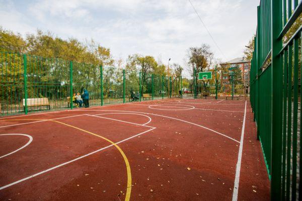Современные спортплощадки, игровые комплексы и скверы