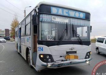 Пассажирский автобус попал в аварию на «кольце» в Благовещенске