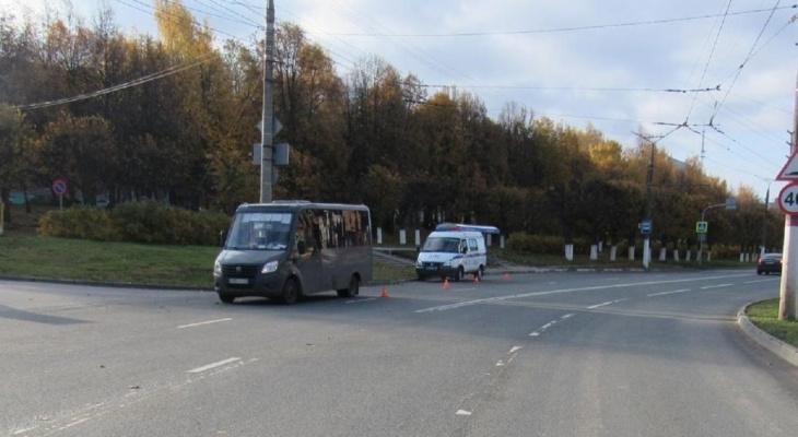 В Чебоксарах из маршрутки на полном ходу выпала женщина