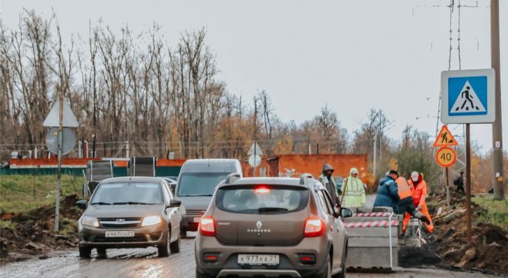 В Северо-Западном районе на месяц перекрыли дорогу