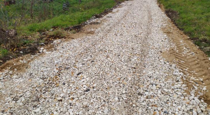 В Чебоксарском районе строители не досыпали дорогу щебнем и уехали