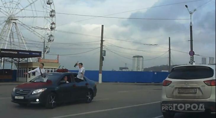 Участники свадебного кортежа хотели эффектно проехать по центру Чебоксар и нарвались на штрафы
