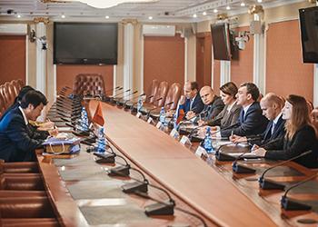 Василий Орлов и генконсул КНР обсудили развитие приграничного туризма
