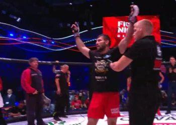 Боец из Приамурья удушающим приемом вырвал победу на московском турнире MMA