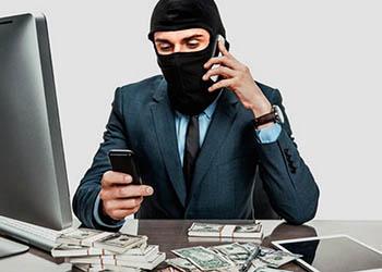 Амурчанка доверилась «сотруднику банка» и осталась без денег