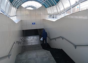 В подземном переходе Белогорска появилось новое покрытие