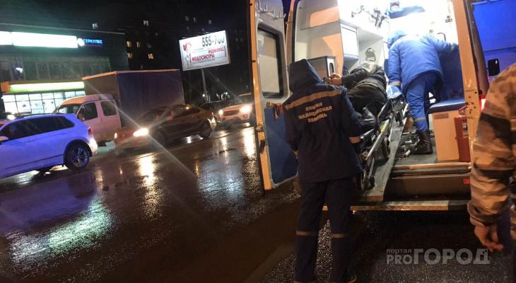 В Чебоксарах мужчина попал под колеса автобуса, не успев войти в салон