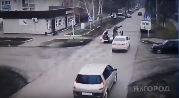 Появилось видео момента наезда Toyota на трех пешеходов в Алатыре