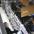 У запутавшегося в чебоксарских улицах мужчины нашли 300 украденных банок кофе