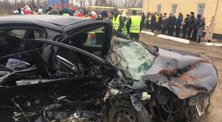 В Чувашии в память о жертвах ДТП выставили искореженный автомобиль