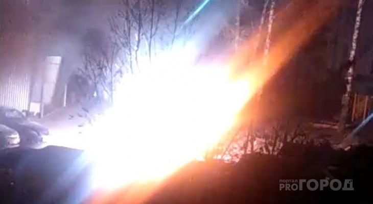 Во дворе жилого дома взорвалась машина