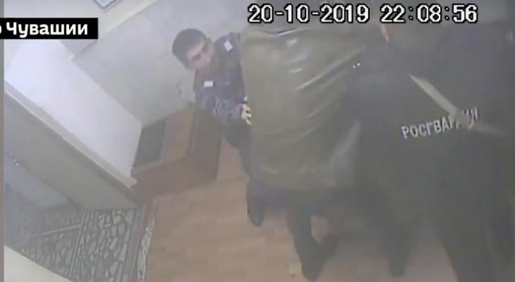 СК показал на видео нападение на полицейских Чувашии, за которое можно получить 5 лет