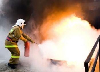 В Благовещенске тушили пожар на заводе