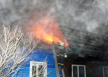 Пенсионер из Райчихинска пострадал в ночном пожаре