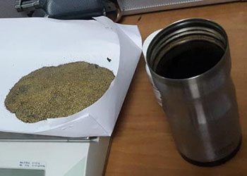 Почти кило золота в термосе нашли на таможне в Благовещенске