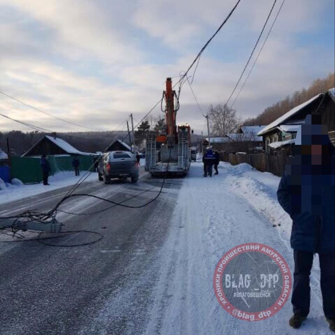 В Соловьевске экскаватор оборвал провода и сломал три электроопоры