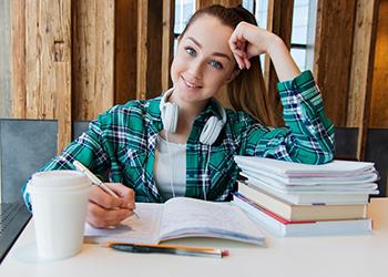 Студенты двух амурских университетов могут получить гранты