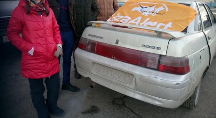 В Чувашии сиреневый плащ помог найти пропавшую женщину