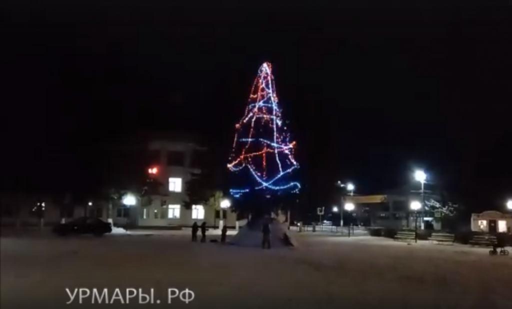 Как выглядят новогодние ели в районах Чувашии?